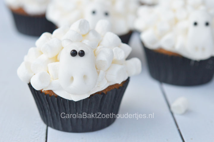 schapen cupcakes met mini marshmallows